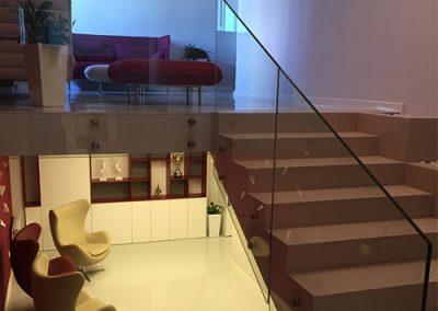 Стъклени парапети за стълби