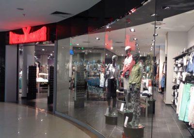 Стъклени витрини за магазини в МОЛ